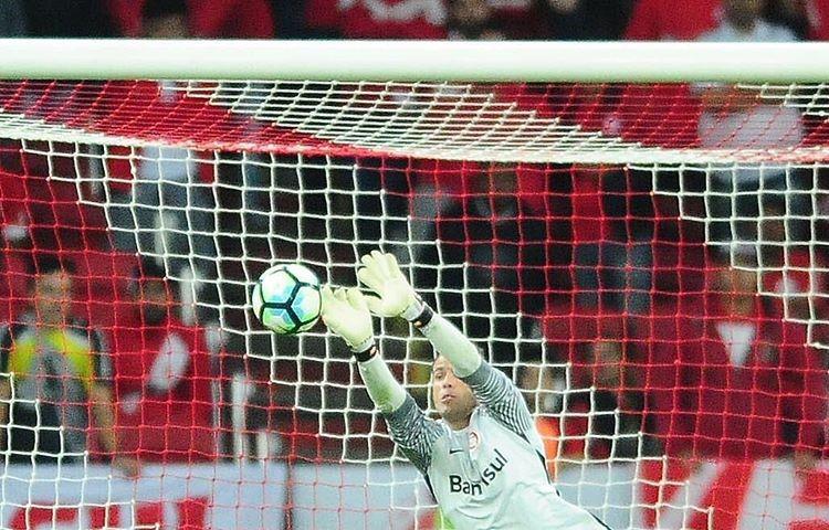 Goleiro Colorado Marcelo Lomba foi o nome do jogo na vitória por 4 a 3 nos pênaltis sobre o Corinthians (Foto / Instagram)